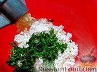 Фото приготовления рецепта: Закусочный торт с курицей и творогом - шаг №6