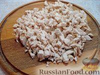 Фото приготовления рецепта: Закусочный торт с курицей и творогом - шаг №8