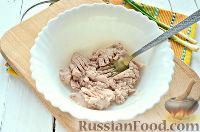 Фото приготовления рецепта: Салат из печени трески и яиц - шаг №5