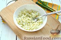 Фото приготовления рецепта: Салат из печени трески и яиц - шаг №6