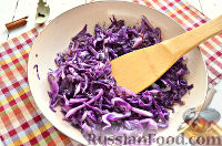Фото приготовления рецепта: Тушеная красная капуста со специями - шаг №4