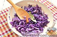 Фото приготовления рецепта: Тушеная красная капуста со специями - шаг №6