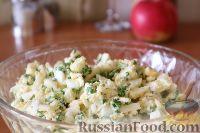Фото приготовления рецепта: Салат из яиц и зеленого лука - шаг №6