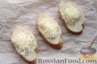 Фото приготовления рецепта: Горячие бутерброды с сыром и помидорами - шаг №4