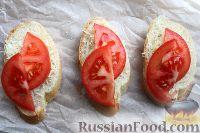 Фото приготовления рецепта: Горячие бутерброды с сыром и помидорами - шаг №5