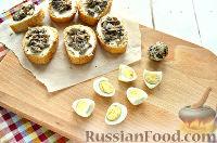 Фото приготовления рецепта: Бутерброды с перепелиными яйцами - шаг №5