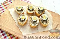 Фото приготовления рецепта: Бутерброды с перепелиными яйцами - шаг №6