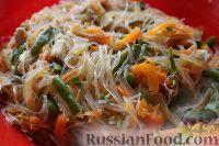 Фото приготовления рецепта: Фунчоза с куриным филе и овощами - шаг №14