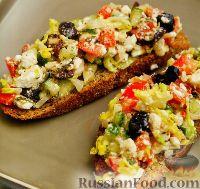 Фото к рецепту: Греческий салат на гренках