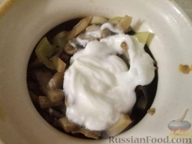 Фото приготовления рецепта: Тыквенный пирог с айвой, яблоком и пряностями - шаг №8