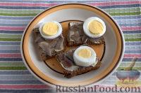 Фото приготовления рецепта: Бутерброды с килькой и яйцом - шаг №4