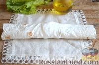 Фото приготовления рецепта: Ролл с ветчиной и сливочным сыром - шаг №9
