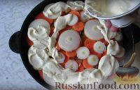 Фото приготовления рецепта: Хек на овощной подушке - шаг №6