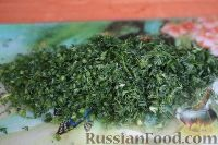 Фото приготовления рецепта: Салат из свежей капусты и маринованных огурцов - шаг №6