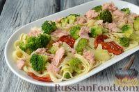 Фото к рецепту: Макароны с тунцом, брокколи и вялеными помидорами