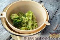 Фото приготовления рецепта: Макароны с тунцом, брокколи и вялеными помидорами - шаг №4