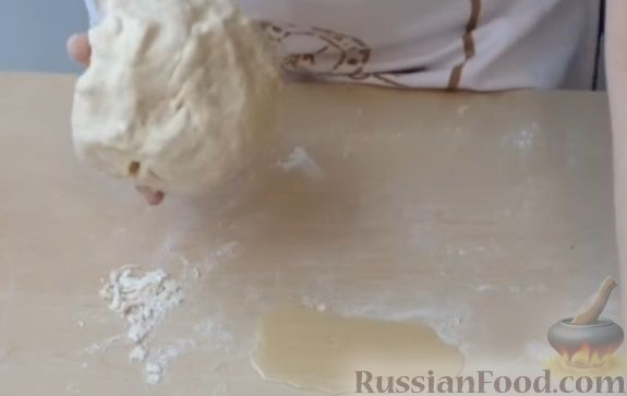Фото приготовления рецепта: Дрожжевые пирожки с рыбой, варёными яйцами и зелёным луком - шаг №1