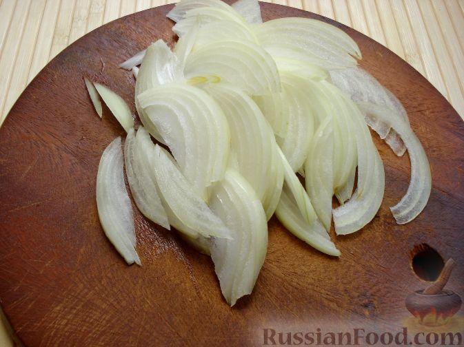Фото приготовления рецепта: Салат с курицей и редькой - шаг №6