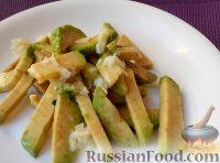 Фото к рецепту: Салат из авокадо с чесноком