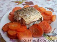 Фото к рецепту: Кефаль, запеченная с морковью