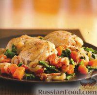 Фото к рецепту: Куриные бедрышки с овощами и шпинатом