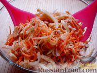 Фото приготовления рецепта: Салат с курицей и редькой - шаг №10