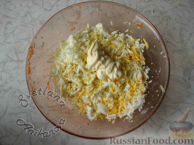 """Фото приготовления рецепта: Салат """"Пасхальный кулич"""" - шаг №8"""