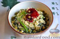Фото к рецепту: Салат из морской капусты с зеленым горошком и яйцом