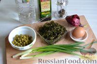 Фото приготовления рецепта: Салат из морской капусты с зеленым горошком и яйцом - шаг №1