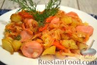 Фото к рецепту: Тушеная капуста с сосисками и картофелем