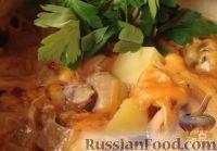 Фото к рецепту: Картофель с мясом и грибами (в горшочках)