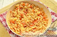 Фото приготовления рецепта: Макароны, тушенные в сковороде - шаг №7