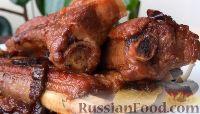 Фото к рецепту: Свиные ребрышки в томатном соусе, с черносливом