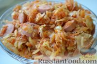 Фото к рецепту: Тушеная капуста с сосисками