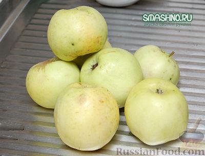 Фото приготовления рецепта: Компот из яблок с виноградом на зиму - шаг №2