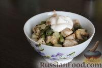 """Фото к рецепту: Салат """"Второе"""" с курицей и стручковой фасолью"""