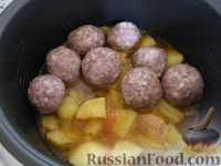 Фото приготовления рецепта: Тефтели в мультиварке - шаг №5