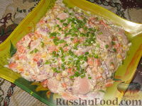 Фото к рецепту: Салат с овощами и сосисками
