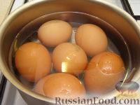 """Фото приготовления рецепта: Салат """"Нежный с кальмарами"""" - шаг №2"""