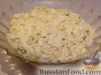 """Фото приготовления рецепта: Салат """"Нежный с кальмарами"""" - шаг №8"""