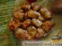 Фото к рецепту: Рулетики из баклажанов с начинкой, в томатном соусе