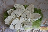 Фото к рецепту: Домашний сыр с зеленью и чесноком