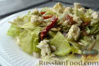 Фото к рецепту: Салат с сыром фета и вялеными помидорами