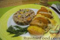 """Фото к рецепту: Сочные куриные грудки """"А-ля Капрезе"""" с сыром и помидорами"""