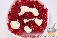 """Фото приготовления рецепта: Мясной салат """"Гренадер"""", с овощами и черносливом - шаг №7"""