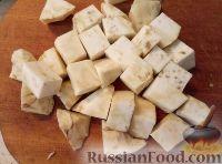 Фото приготовления рецепта: Суп из сельдерея с картофелем - шаг №3