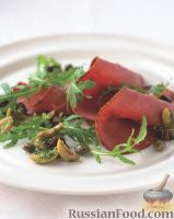 Фото к рецепту: Пастрома с рукколой и изюмом