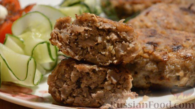 Фото приготовления рецепта: Картофельно-мясной пирог на кефире - шаг №2