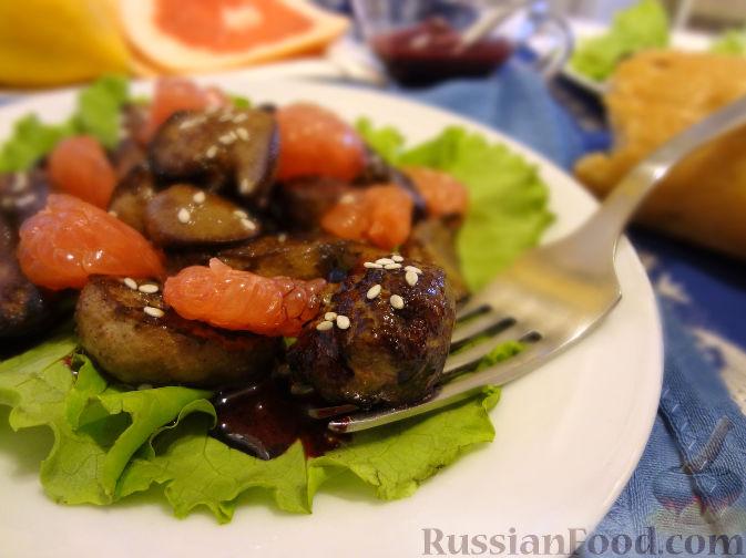 Салат с кальмарами зеленым горошком и яблоком