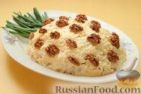 """Фото к рецепту: Слоеный салат """"Ананас"""" с ветчиной"""